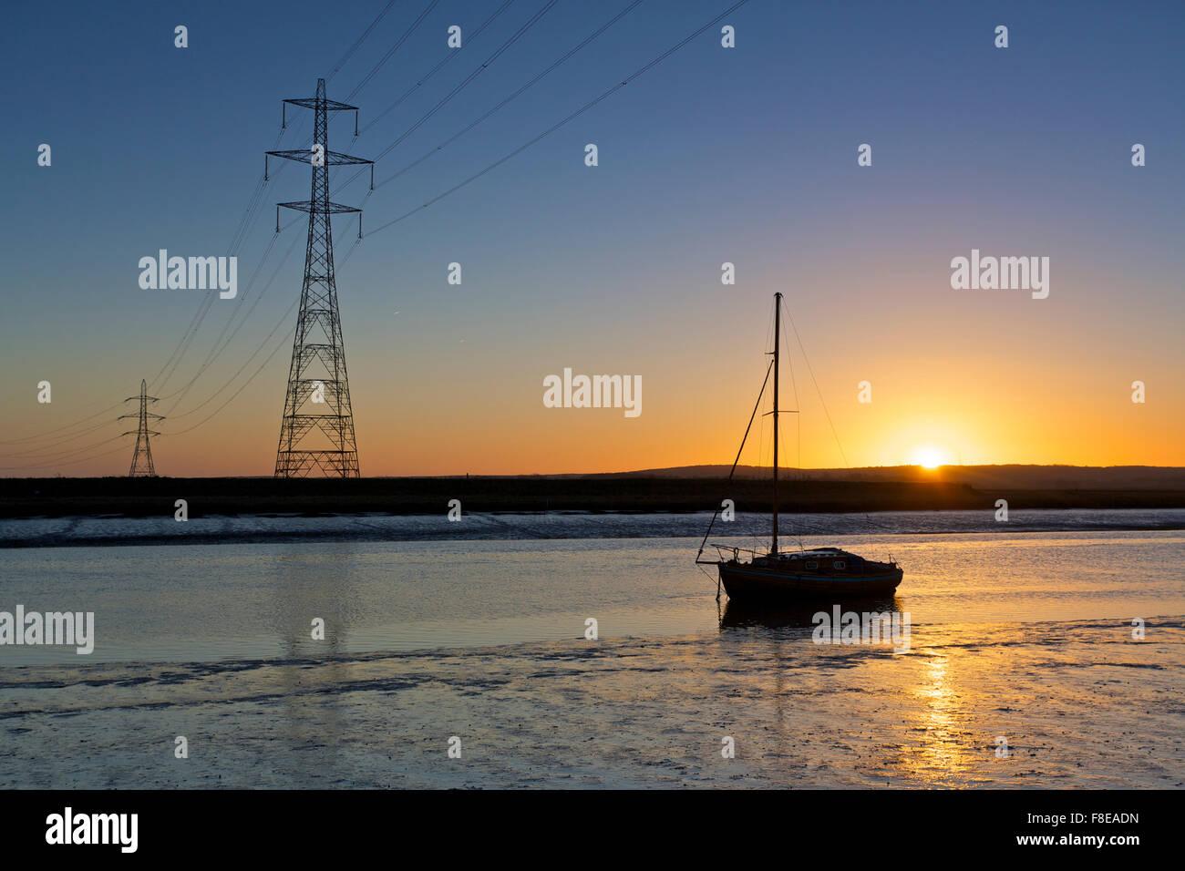 Faversham Creek, Kent, UK. 9th December 2015: UK Weather. Clear Skies at sunrise on a cool morning after November - Stock Image