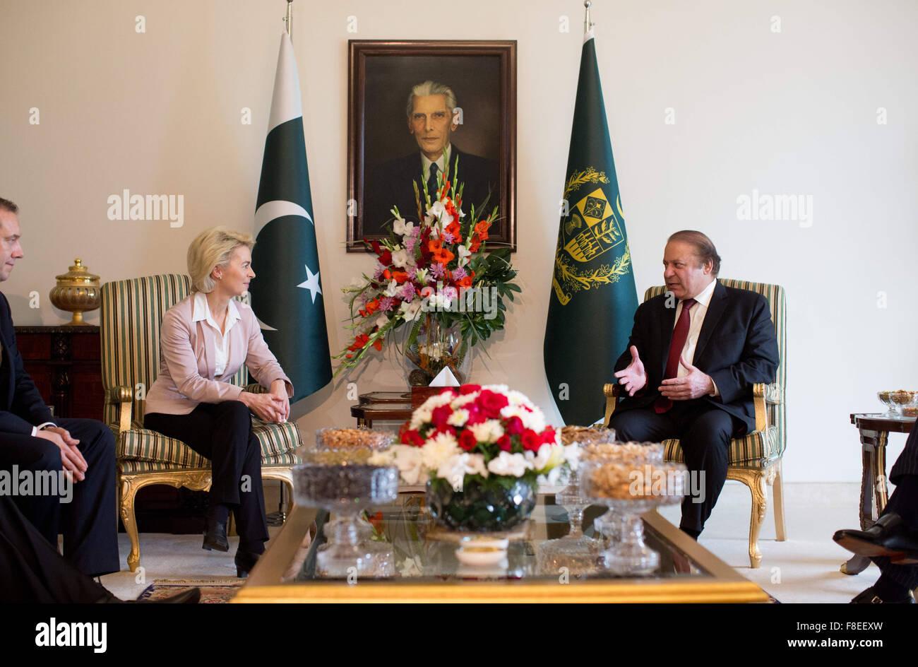 Verteidigungsministerin Ursula von der Leyen (CDU) wird am 09.12.2015 in Islamabad von Pakistans Premierminister, - Stock Image