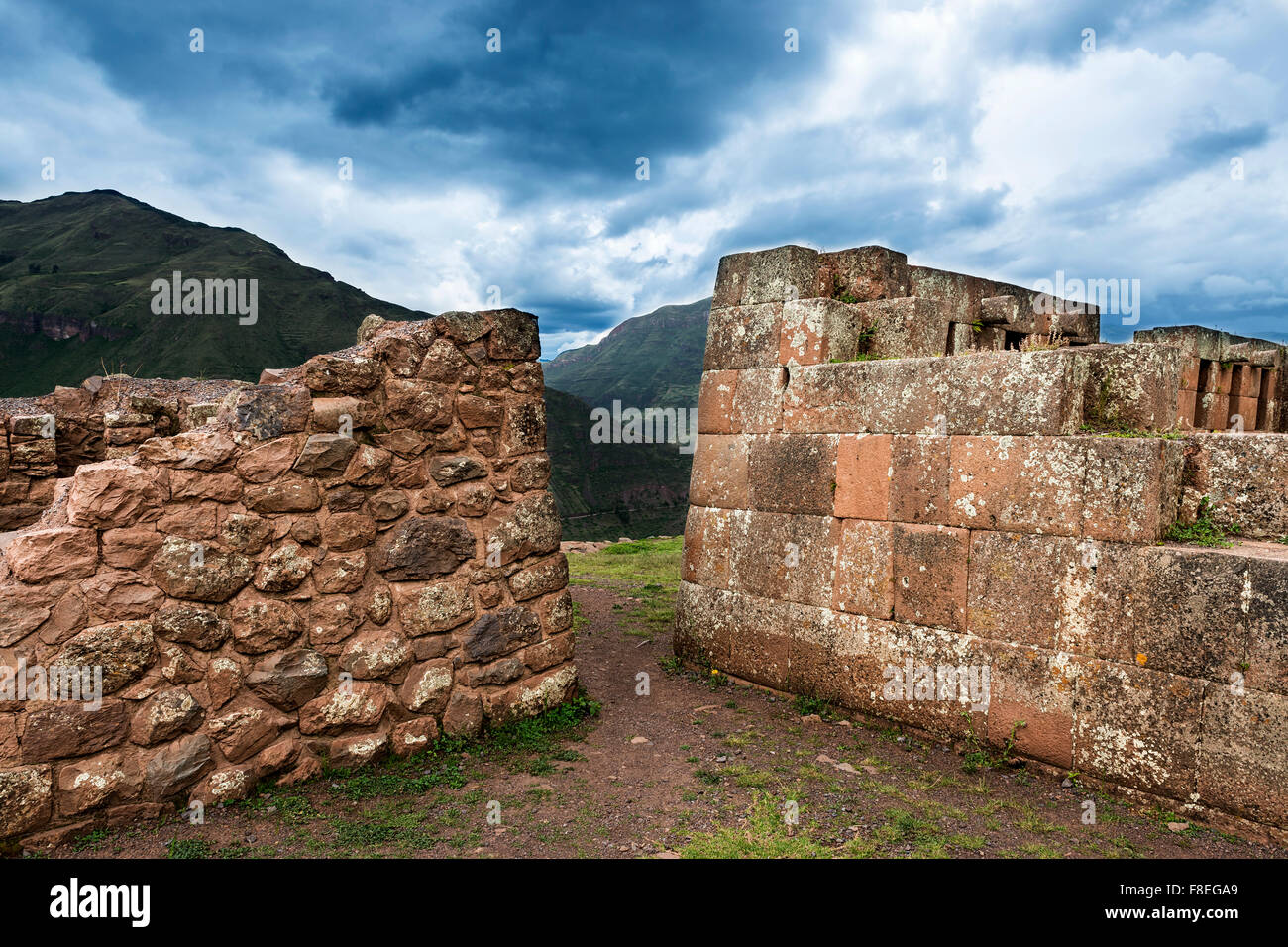 Inca masonry detail of walls at Pisac, in the Sacred Valley, Peru - Stock Image