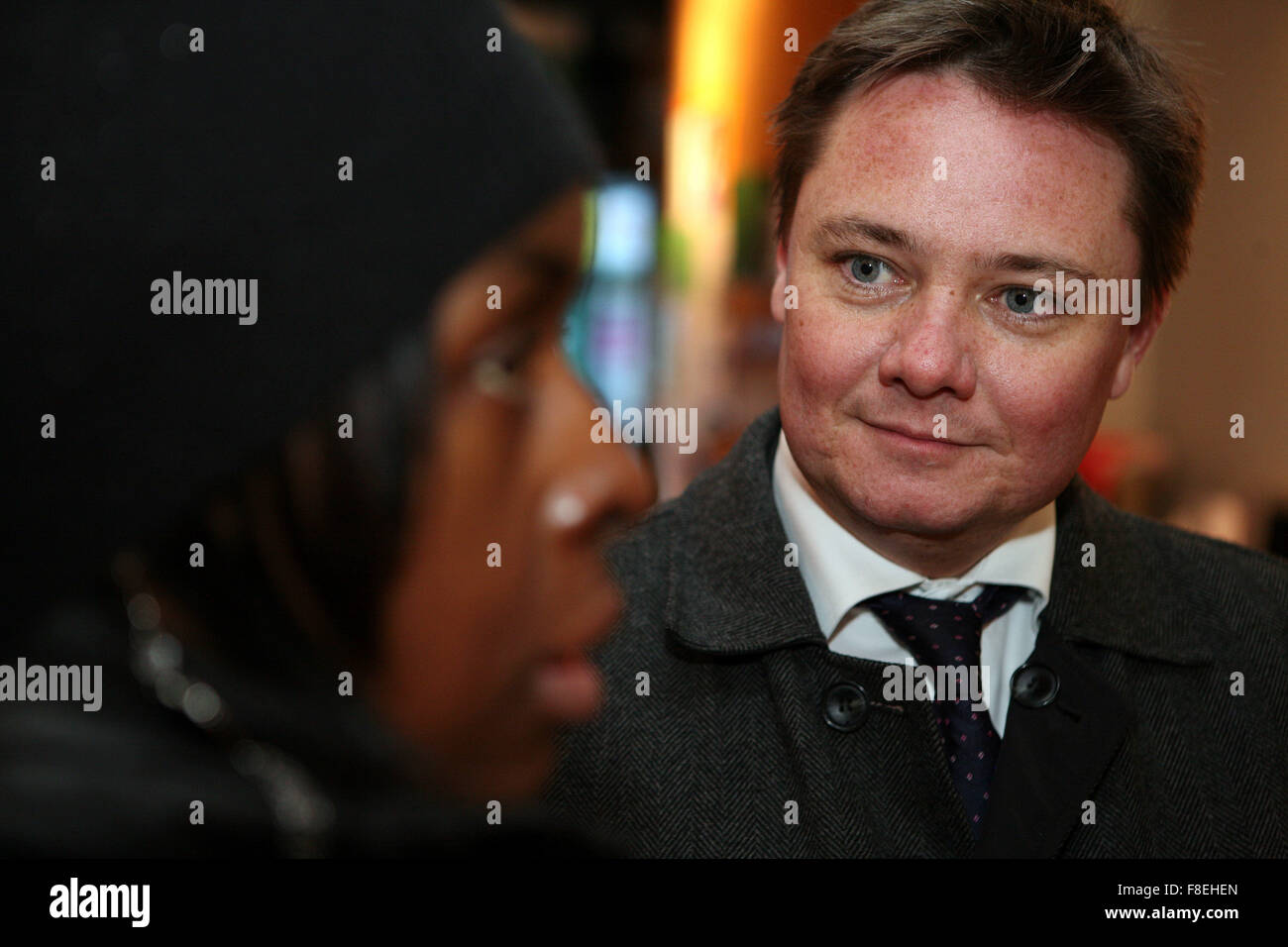 Iain Wright MP visits the Northmoor Community Centre and surrounding area. - Stock Image
