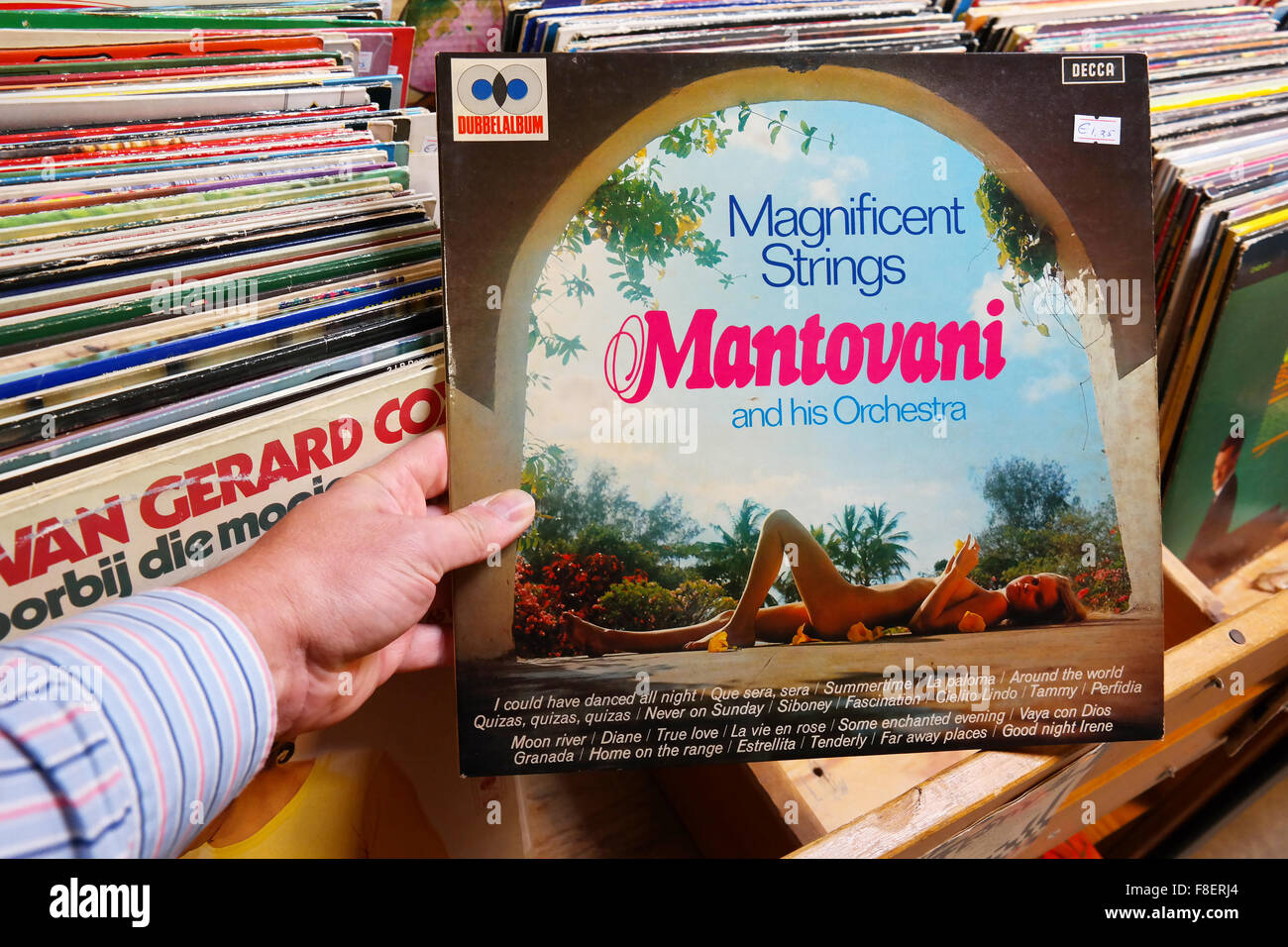 Mantovani and his Orchestra: Magnificent Strings - Stock Image