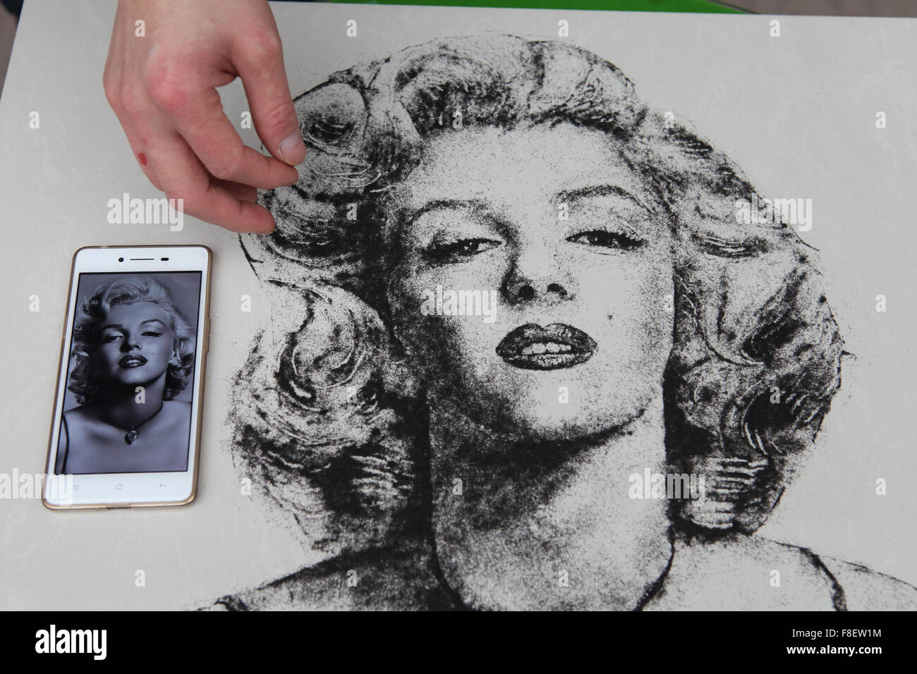 Sanmenxia. 9th Dec, 2015. Photo taken on Dec. 9, 2015 shows a Marilyn Monroe's portait drawed with hair pieces - Stock Image
