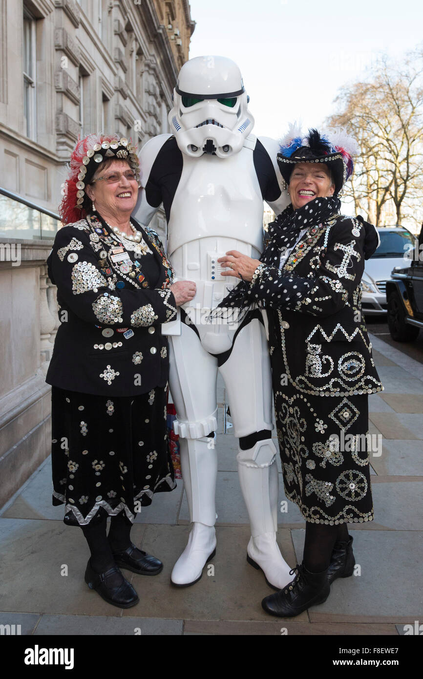 London, UK. 9 December 2015. Two Pearly Queens pose with a Stormtrooper from Star Wars. Press launch of the 2016 - Stock Image