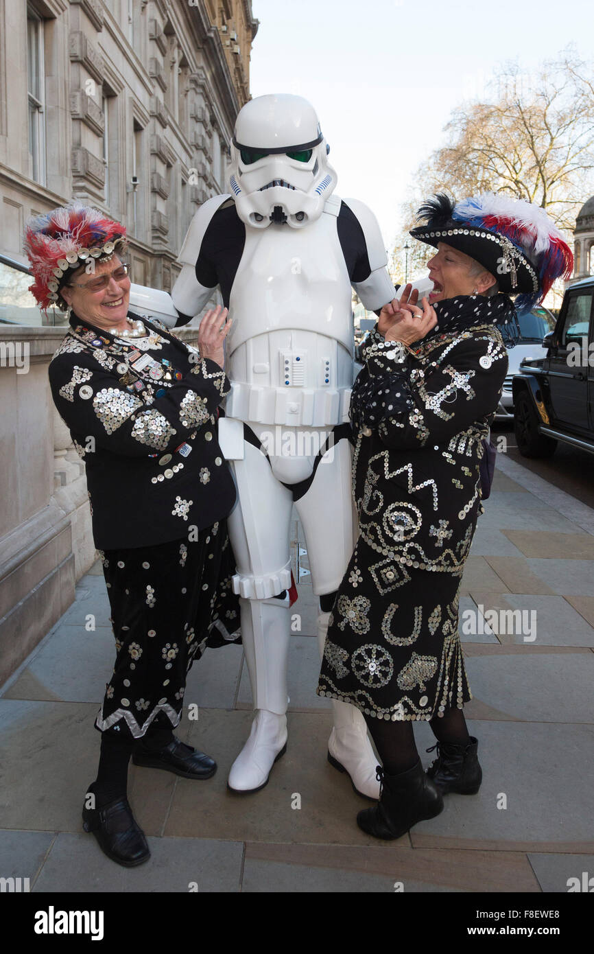London, UK. 9 December 2015. Two Pearly Queens are scared by a Stormtrooper from Star Wars. Press launch of the - Stock Image