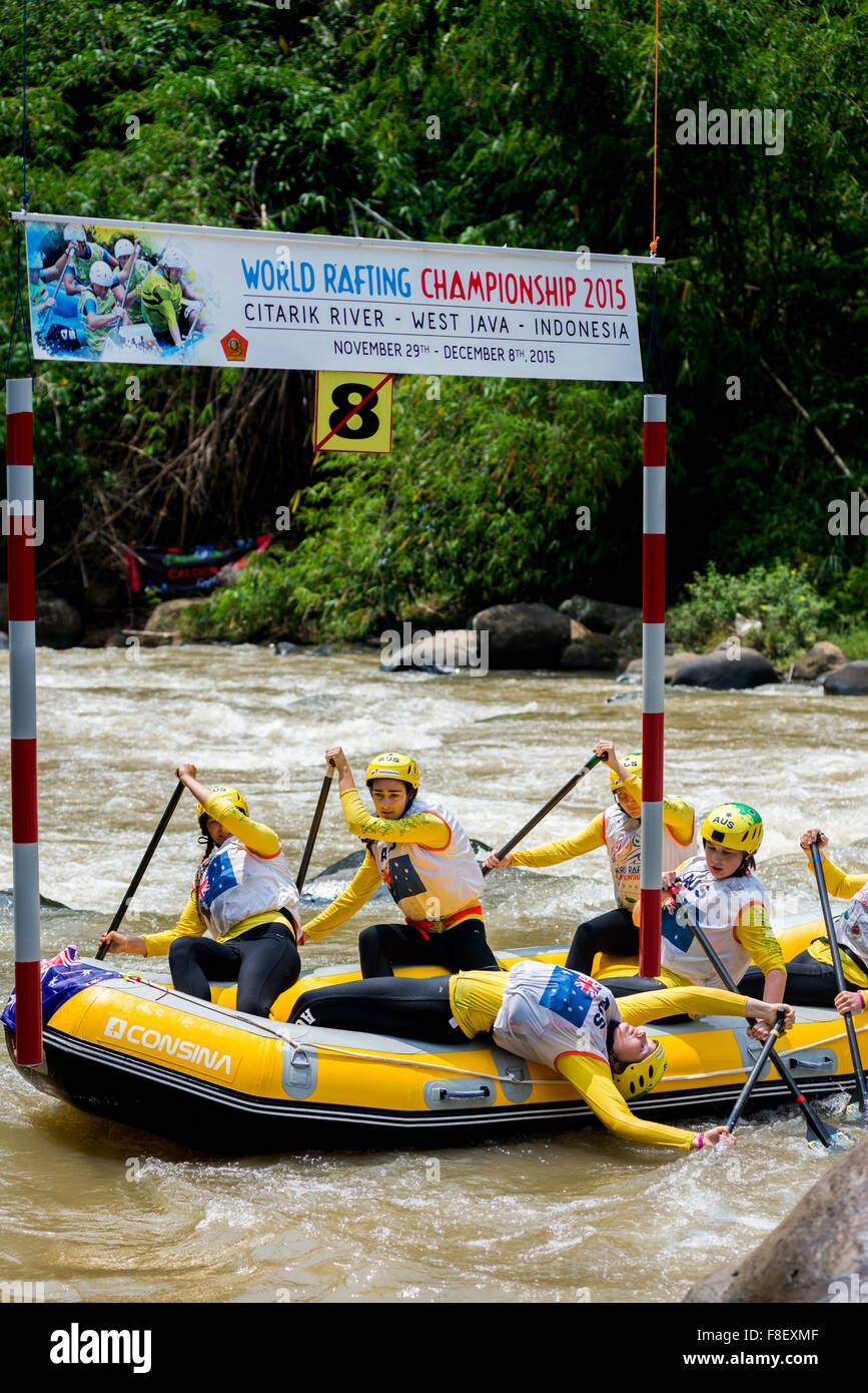 Australian U19 women's team in action during slalom race category on 2015 World Rafting Championship. - Stock Image