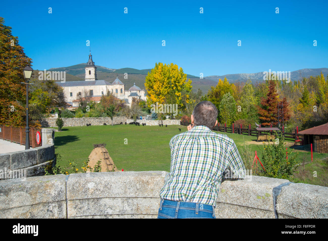 Man at the viewpoint. Puente del Perdon, Rascafria, Madrid province, Spain. - Stock Image