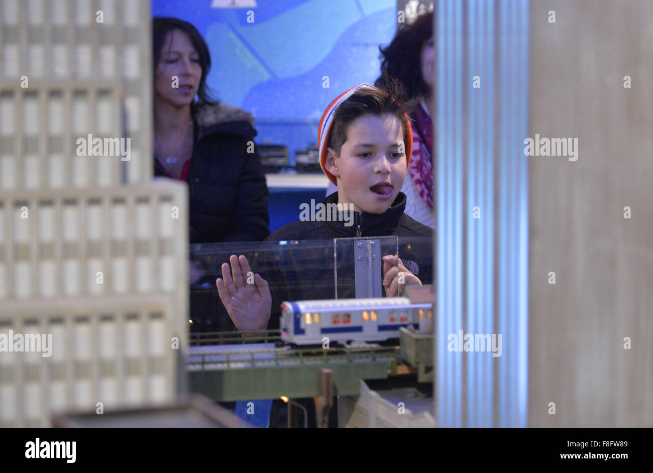 New York, USA. 9th Dec, 2015. A boy watches a model railroad presented during the Holiday Train Show at Grand Central - Stock Image