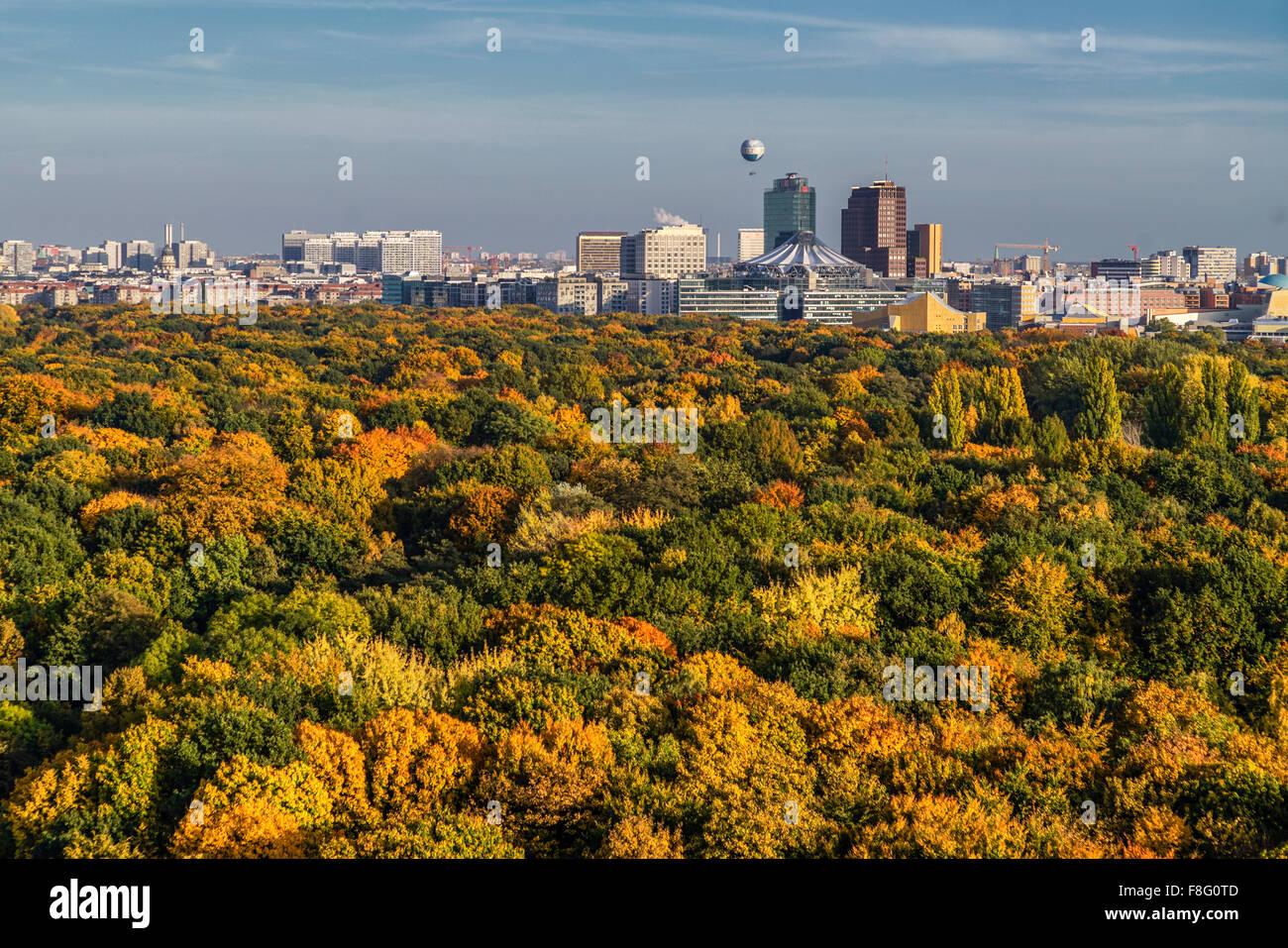Tiergarten in autumn, Sony Center, Berlin - Stock Image