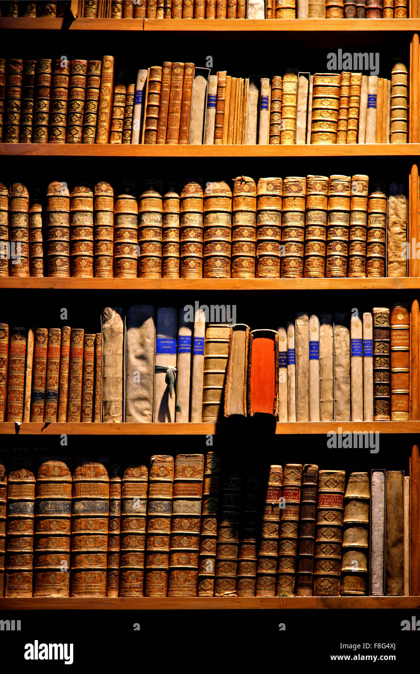 Old book shelves in the Grand Hall of the National Library ('Nationalbibliothek Prunksaal) of Vienna, Austria. - Stock Image
