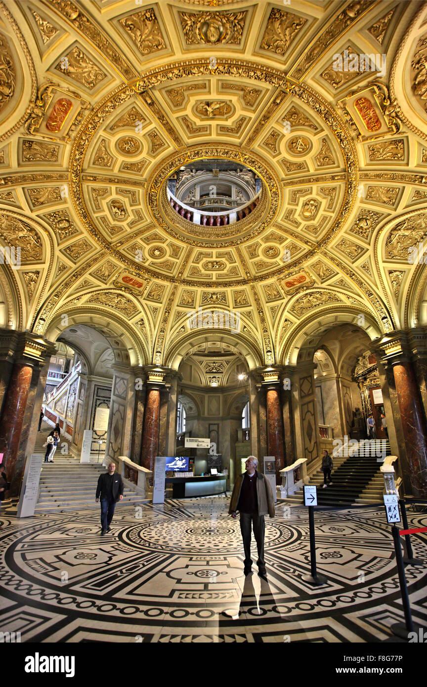 "The impressive entrance of the Art History museum (""Kunsthistorisches Museum""), Vienna, Austria. Stock Photo"