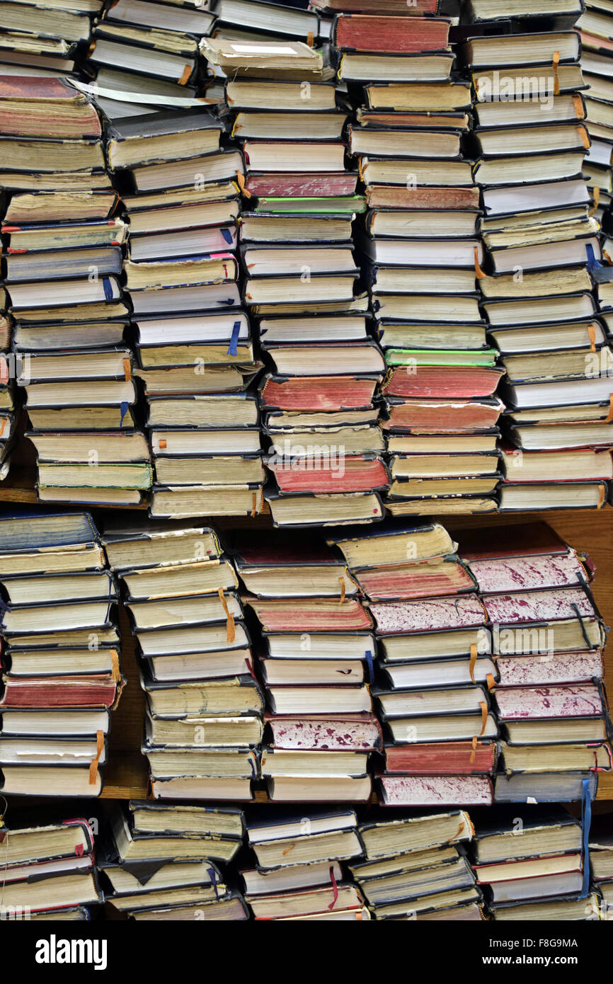 Jewish prayer book piled on bookshelves at a synagogue in Brooklyn, New York - Stock Image
