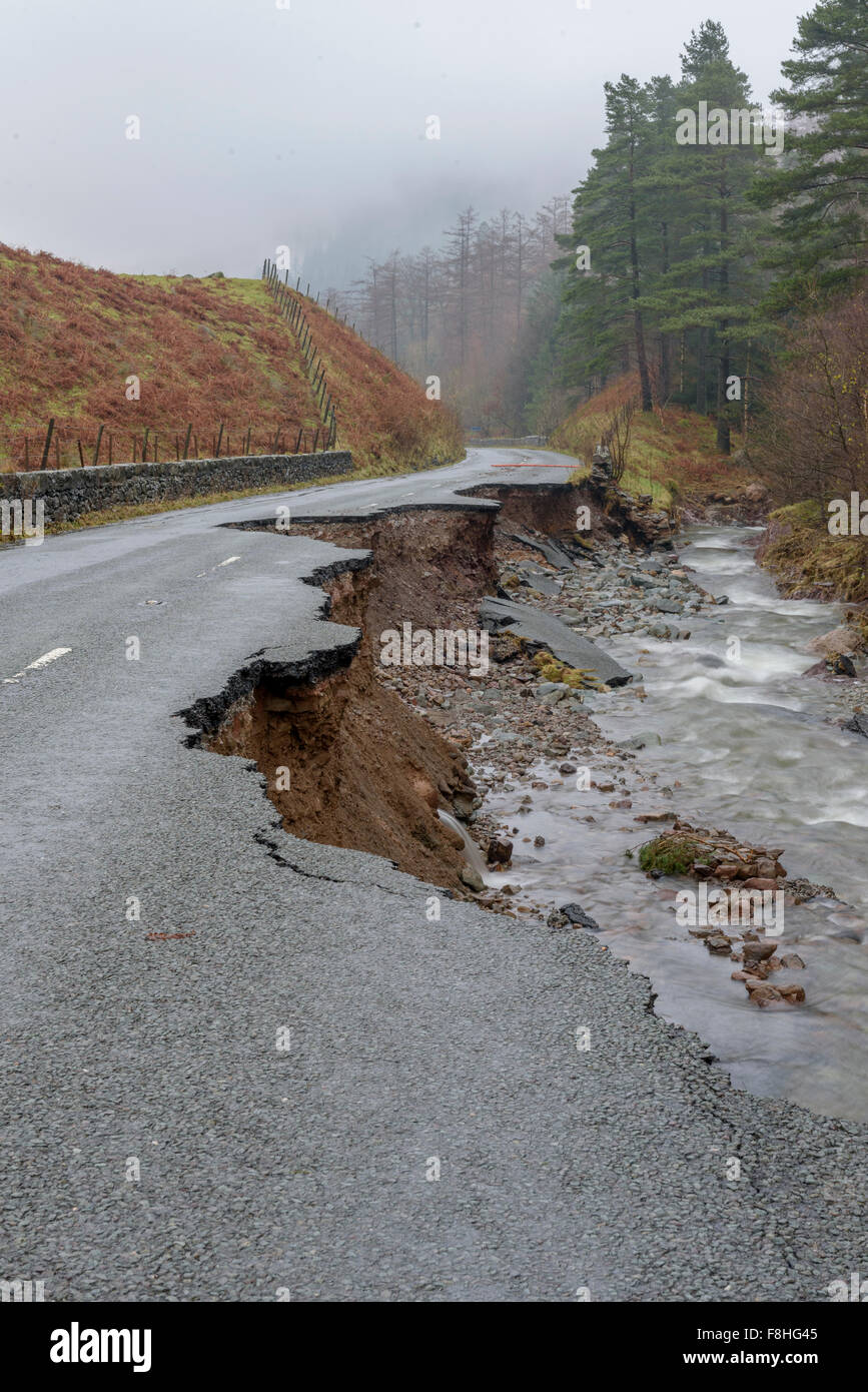 Lake District, Cumbria, UK. 09th Dec, 2015. The aftermath of storm Desmond, The A591 main road through the Lake - Stock Image