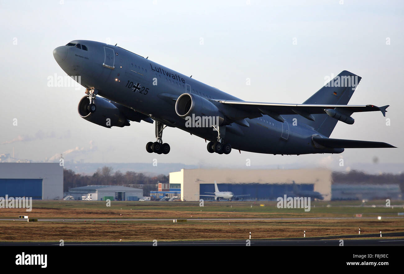 Cologne, Germany. 10th Dec, 2015. A refitted Airbus A310 refuelling aircraft takes off in Cologne, Germany, 10 December - Stock Image