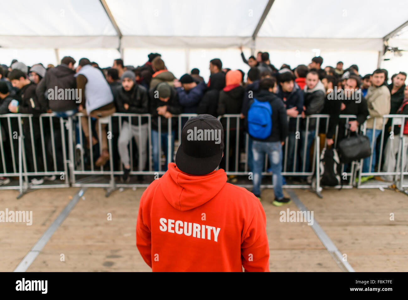 berlin-germany-10th-dec-2015-security-st