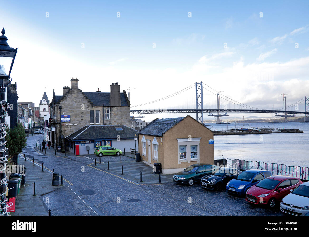Forth Road Bridge, Queensferry, Edinburgh. 10th December, 2015. Besides parked cars and the occasional pedestrian - Stock Image