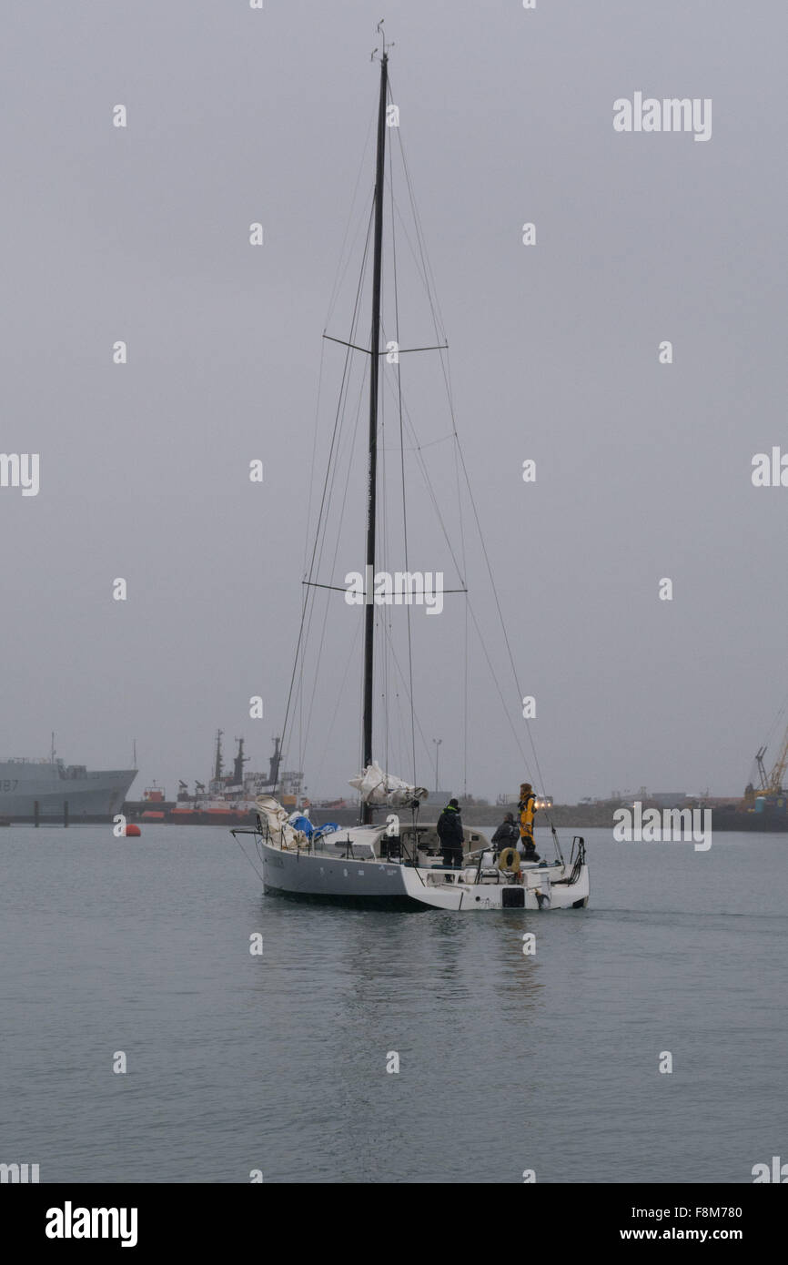Falmouth, Cornwall, UK. 10th December 2015. Jersey based British yachtsman, Phil Sharp with his crew Sean Conway - Stock Image