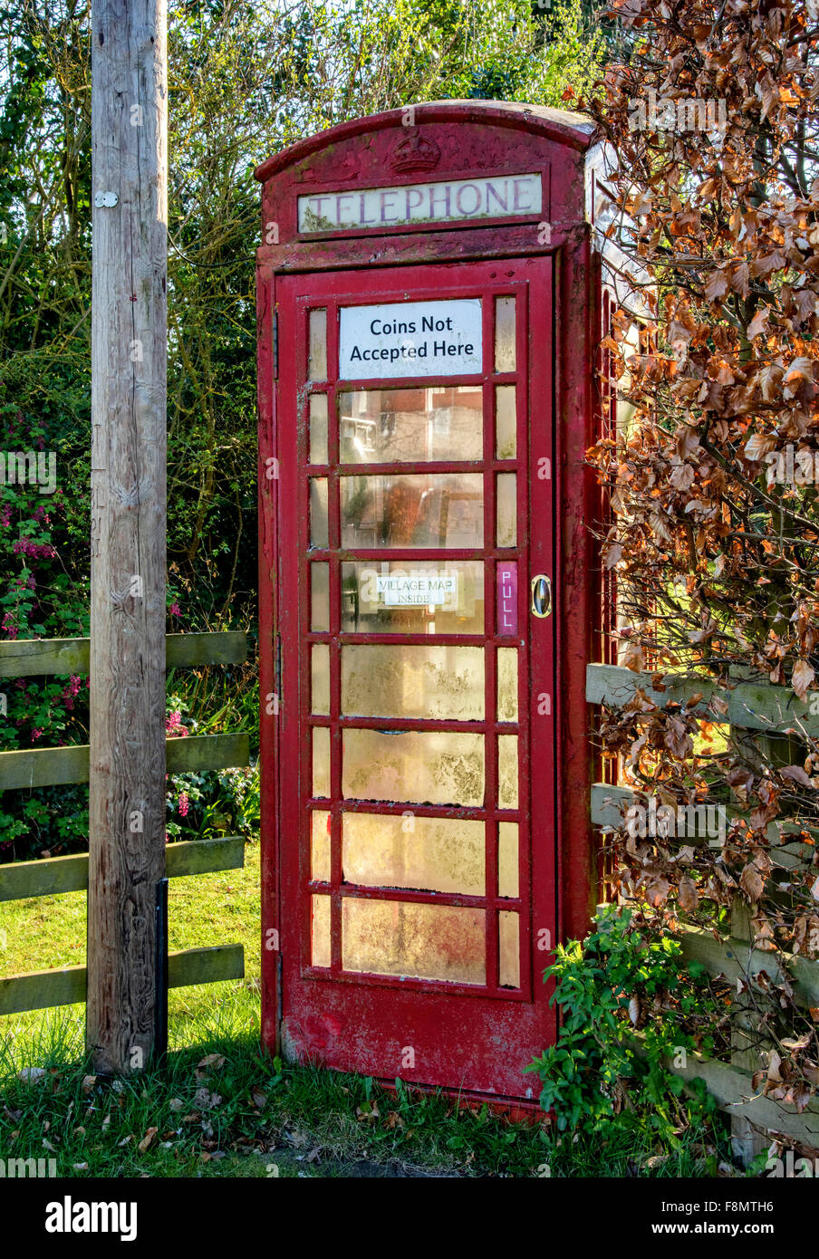 A red telephone box in Settrington village - Stock Image