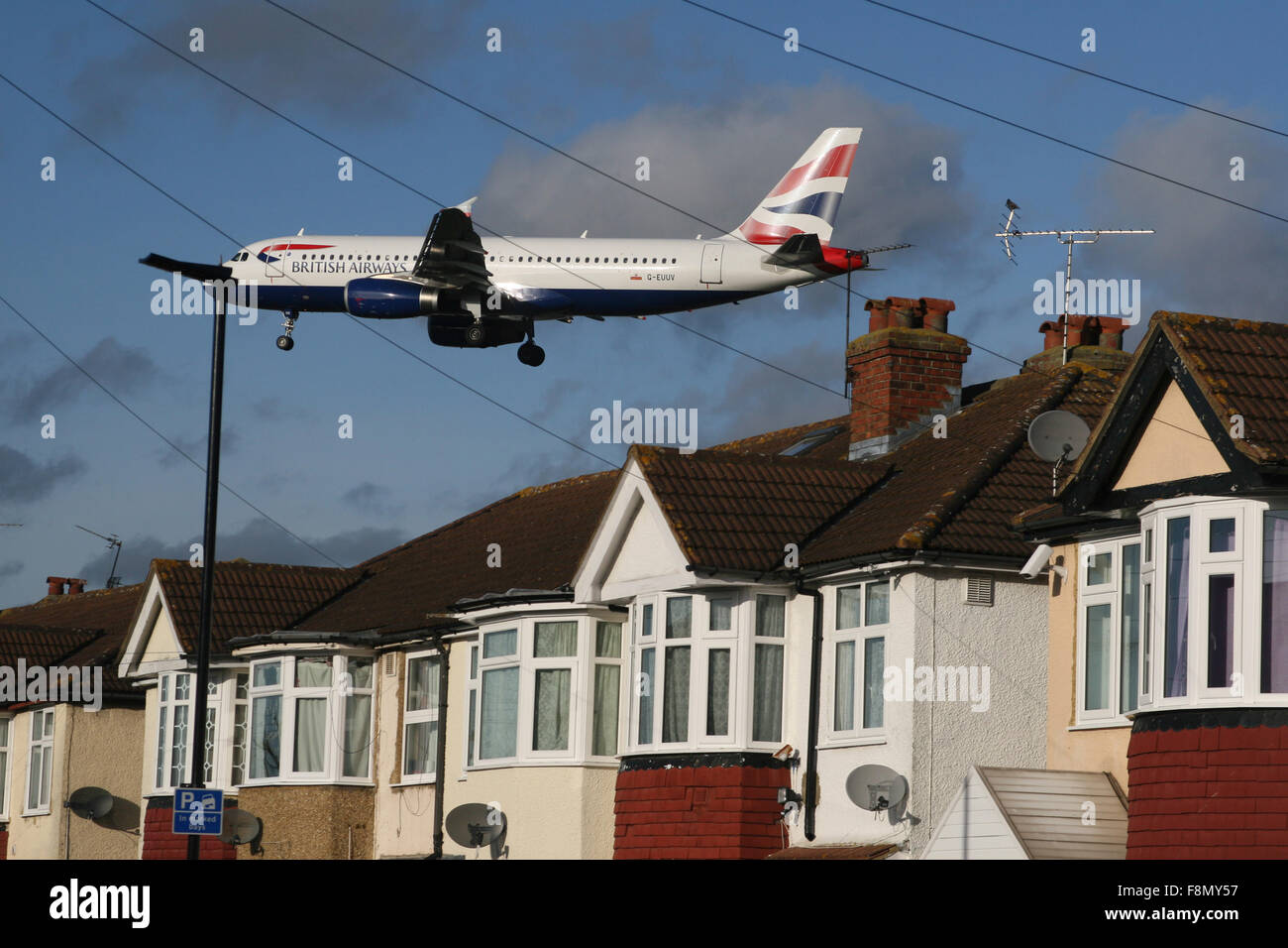 HEATHROW AIRPORT HOUSE NOISE EXPANSION THIRD RUNWAY - Stock Image
