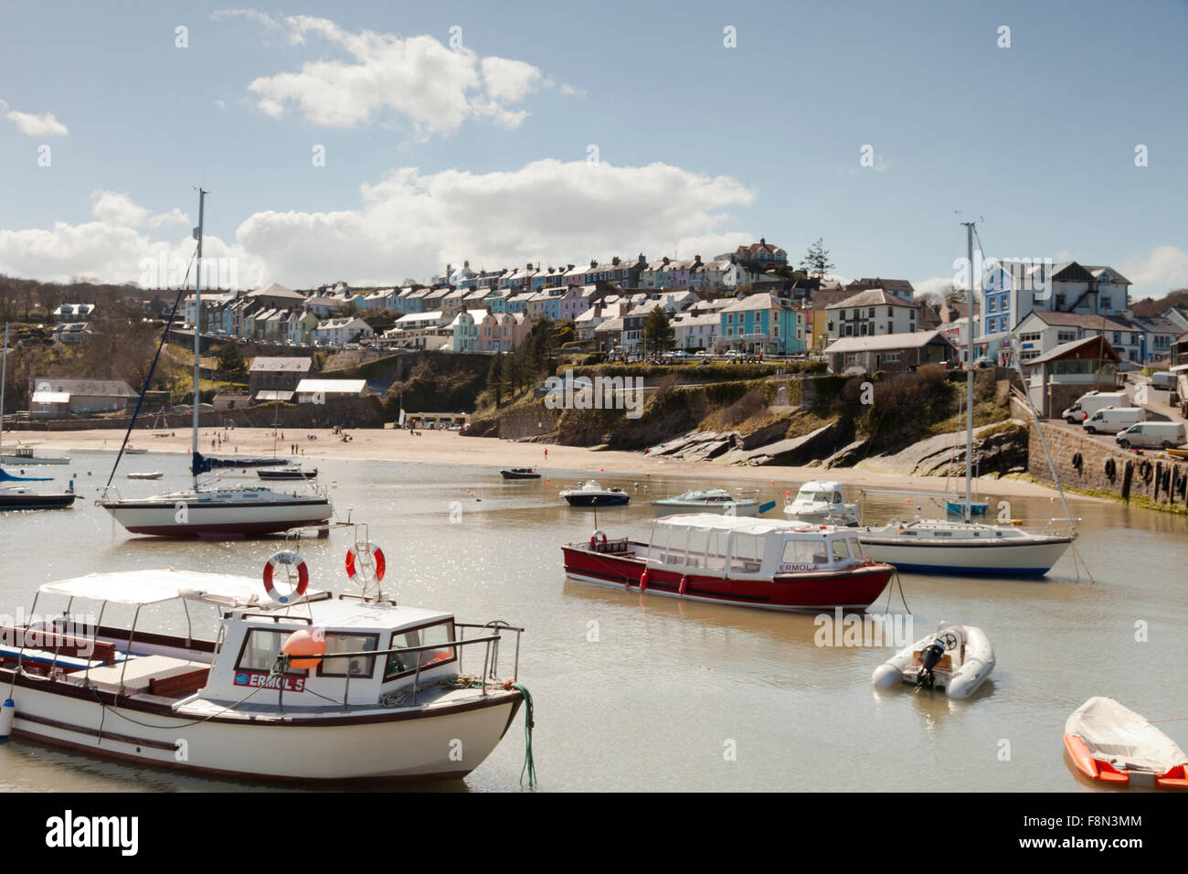 Picturesque New Quay / Cei Newydd harbour, Ceredigion, West Wales - Stock Image