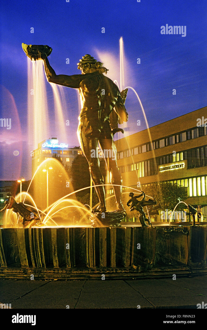 Statue of Poseidon by Carl Milles on Avenyen in Gothenburg Sweden at night - Stock Image