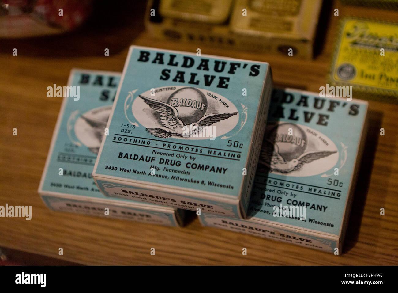 Vintage Baldauf's Healing Salve boxes, early 1900s - USA - Stock Image