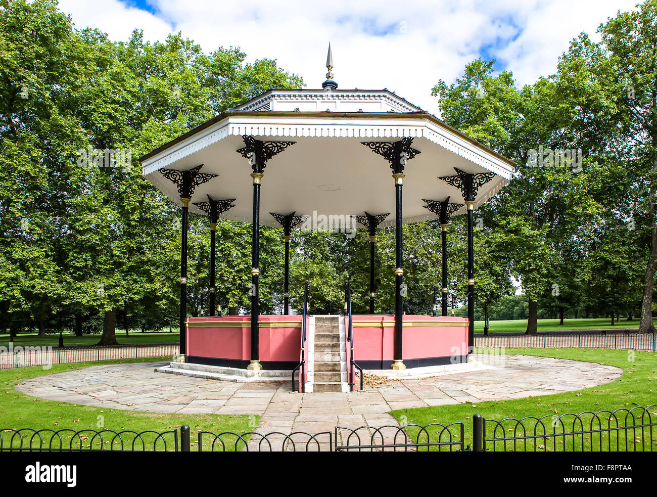 The Bandstand in Londons Hyde Park - Stock Image