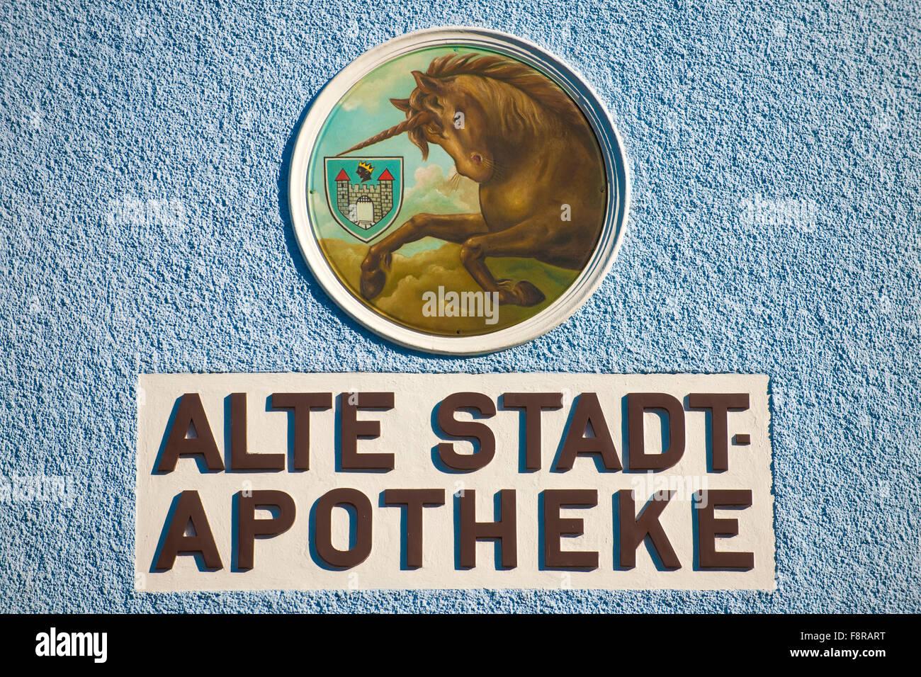 Österreich, Niederösterreich, Waidhofen an der Ybbs, historisches Apothekenschild auf der Fassade - Stock Image