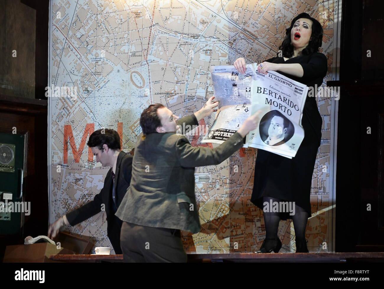 Moscow, Russia. 11th Dec, 2015. Soprano Dina Kuznetsova (R) as Rodelinda in a scene from Handel's Rodelinda - Stock Image