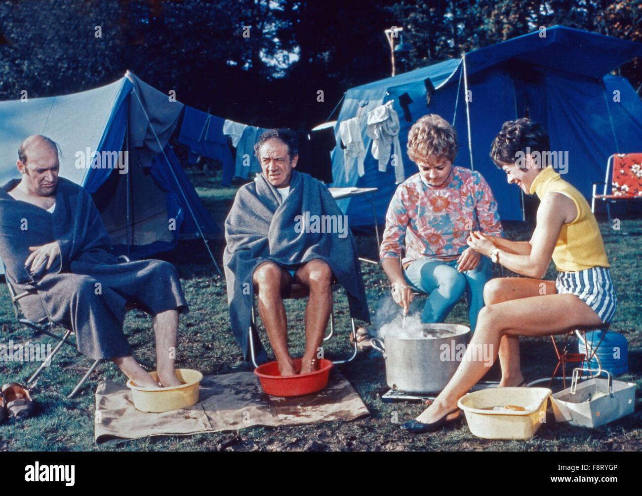 Carry On Camping Aka Das Total Verrückte Campingparadies Stock