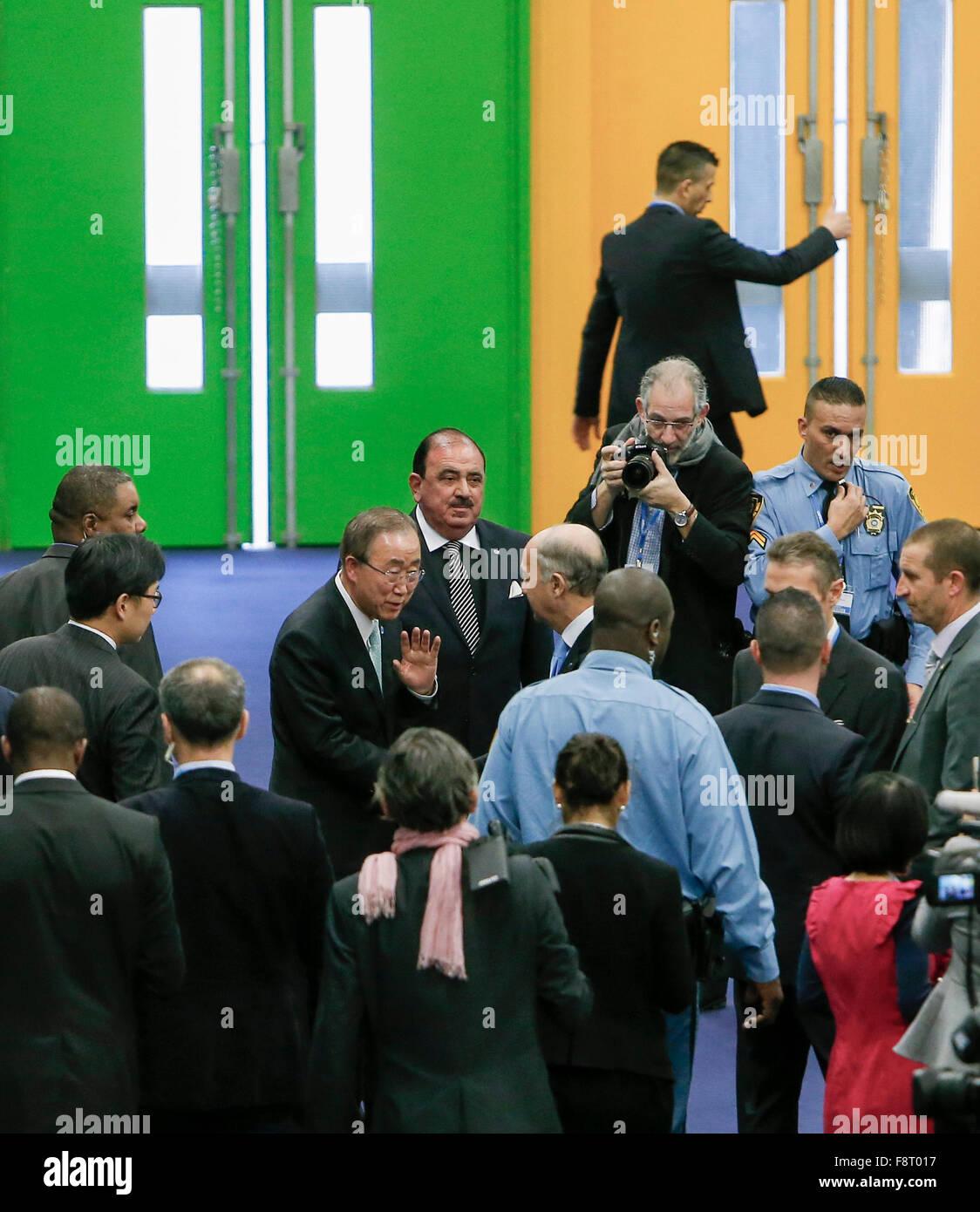 Paris, France. 11th December, 2015. UN Secretary-General Ban Ki-moon waves after making a statement during Paris - Stock Image