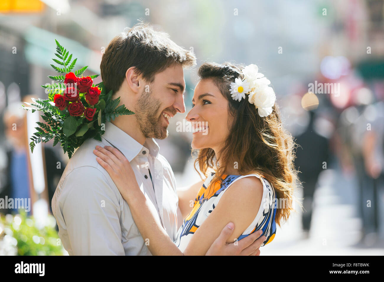 Young couple dating in Paris - Stock Image