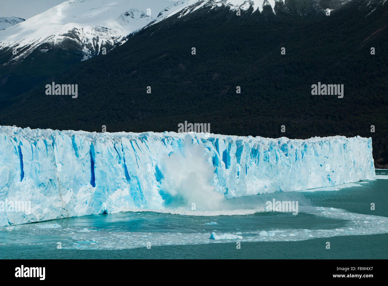 View of ice falling from the side of the Perito Moreno Glacier in Argentina - Stock Image