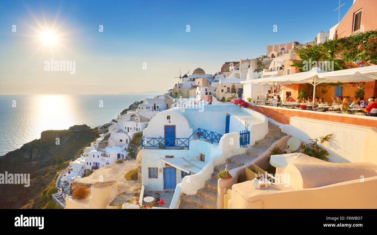 Afternoon view at Oia Town (northern part of the Santorini) with sun in the background, Santorini Island, Cyclades, - Stock Image