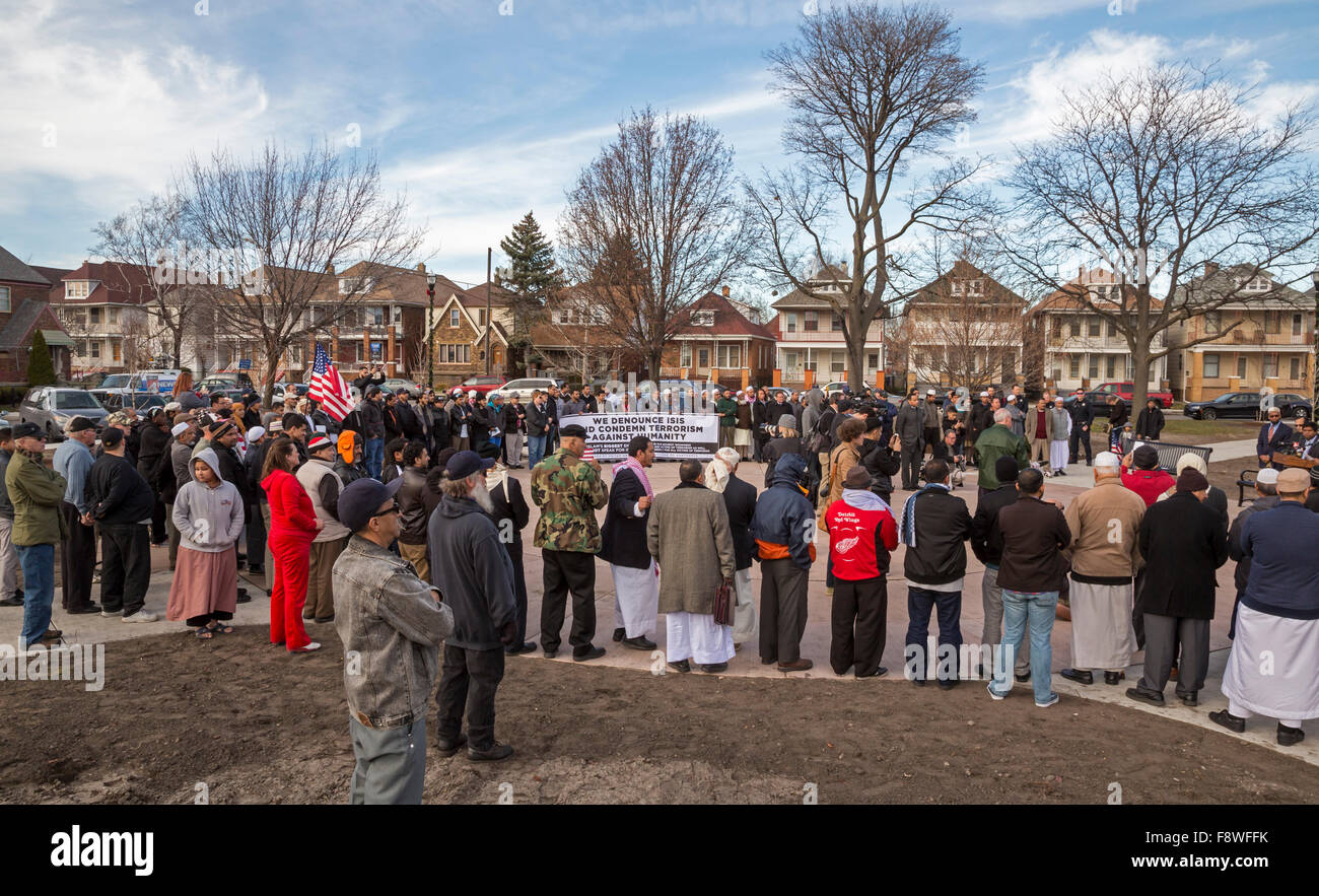 Hamtramck, Michigan USA. 11th December 2015. Muslims rally at Hamtramck City Hall to condemn ISIS and terrorism. - Stock Image