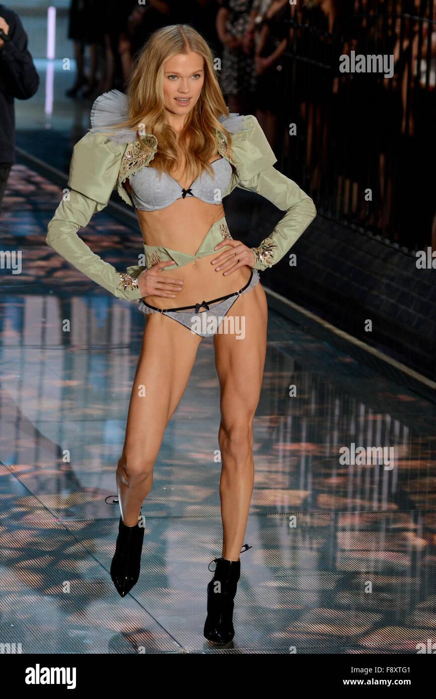 f77cdc8055 2015 Victoria s Secret Fashion Show - Runway Featuring  Vita Sidorkina  Where  New York