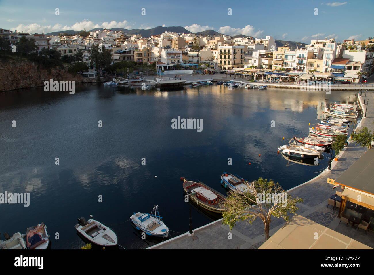 Lake Voulismeni in the centre of Aghios Nikolaos, Crete, Greece. Stock Photo