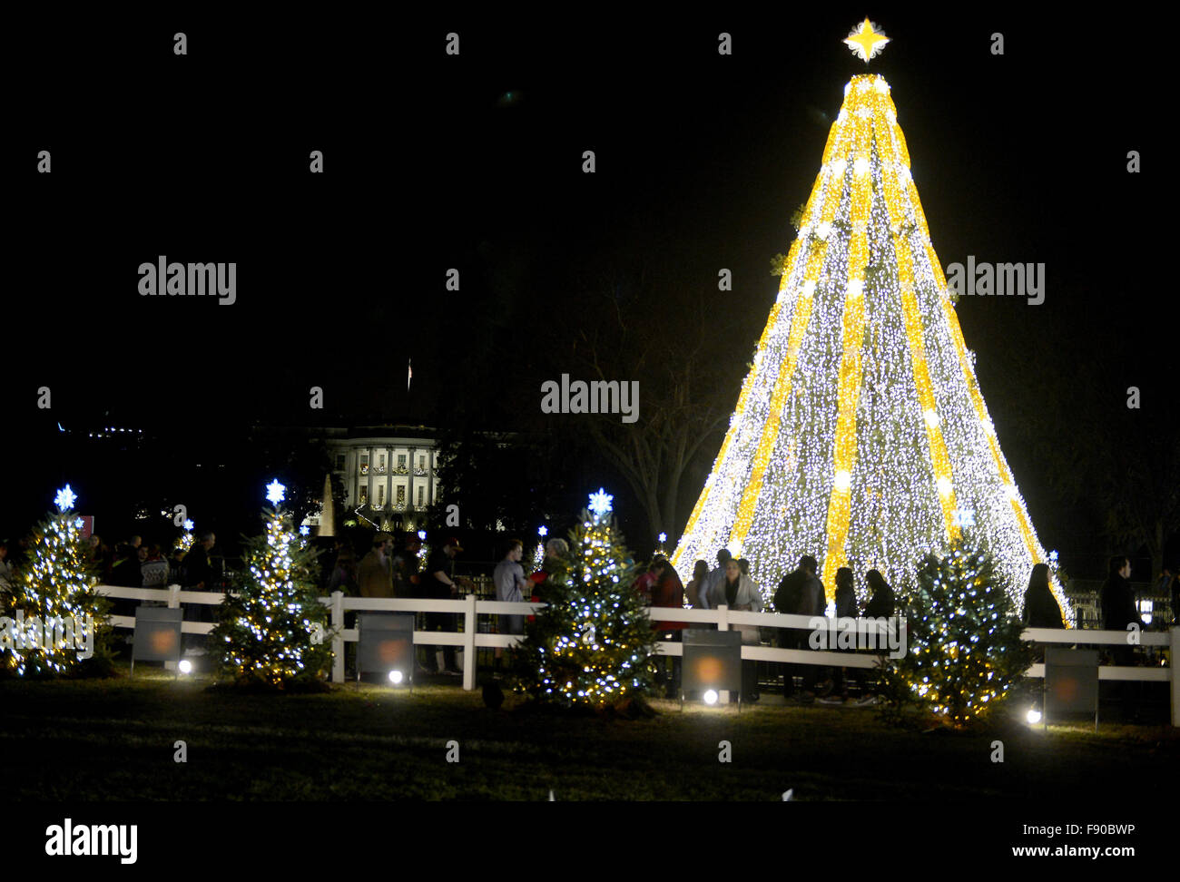 Washington, DC, USA. 11th Dec, 2015. 20151211 - The White House Christmas Tree is seen during the evening in Washington. Stock Photo