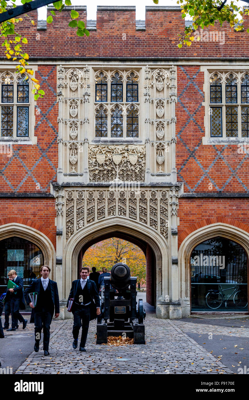 Eton Schoolboys, Eton School, Eton, Berkshire, UK - Stock Image