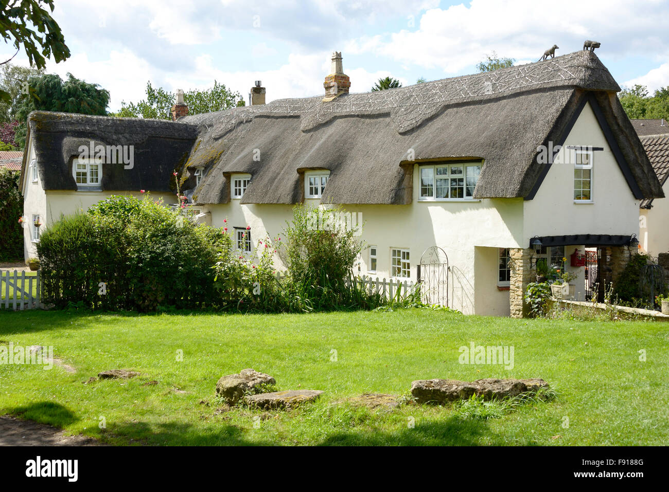Thatched cottage, Stoke Bruerne, Northamptonshire, England, United Kingdom - Stock Image
