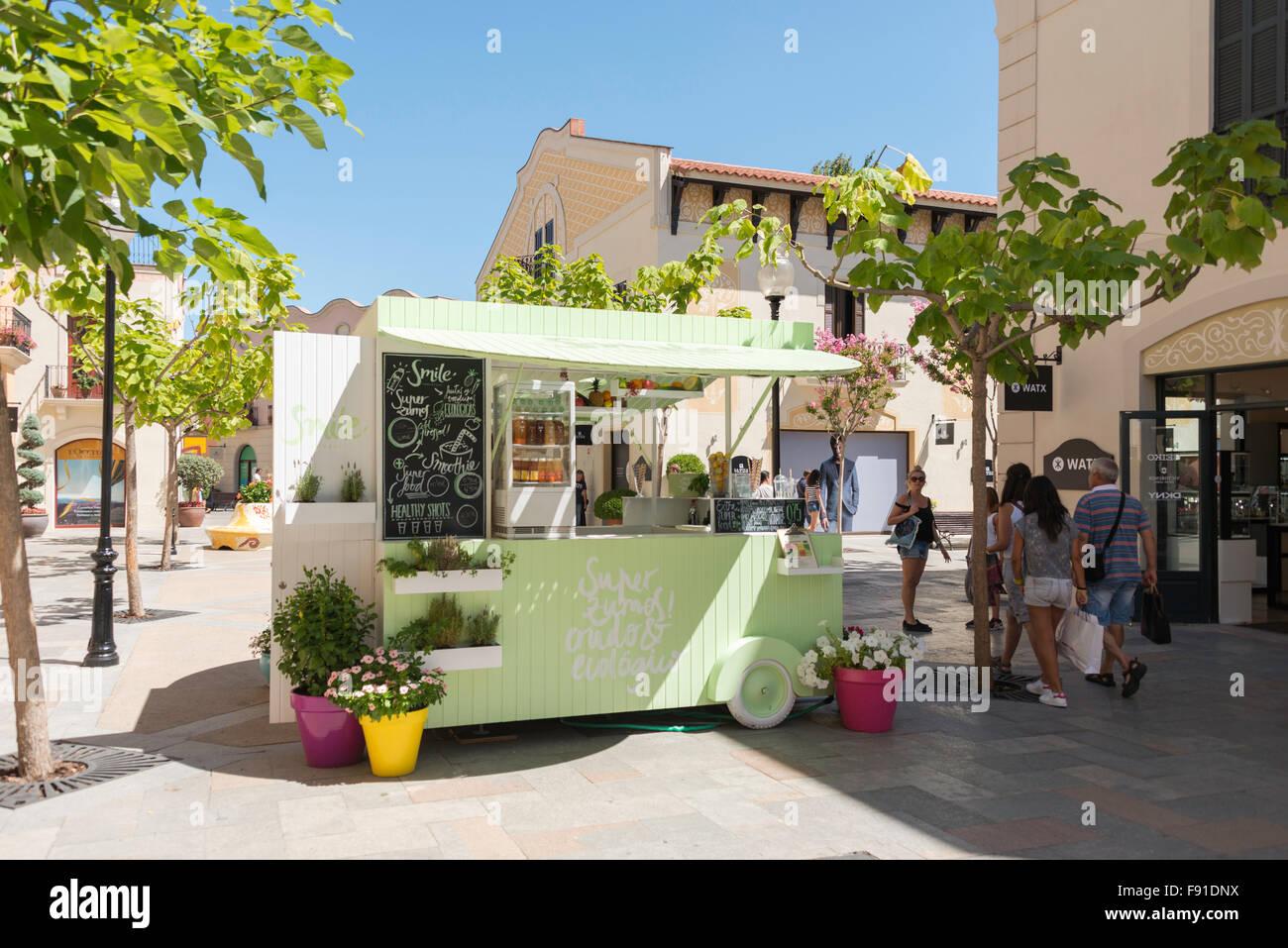'Smile' smoothie drinks stall La Roca Outlet Village, La Roca del Vallès, Barcelona, Province of Barcelona, Catalonia, Spain Stock Photo