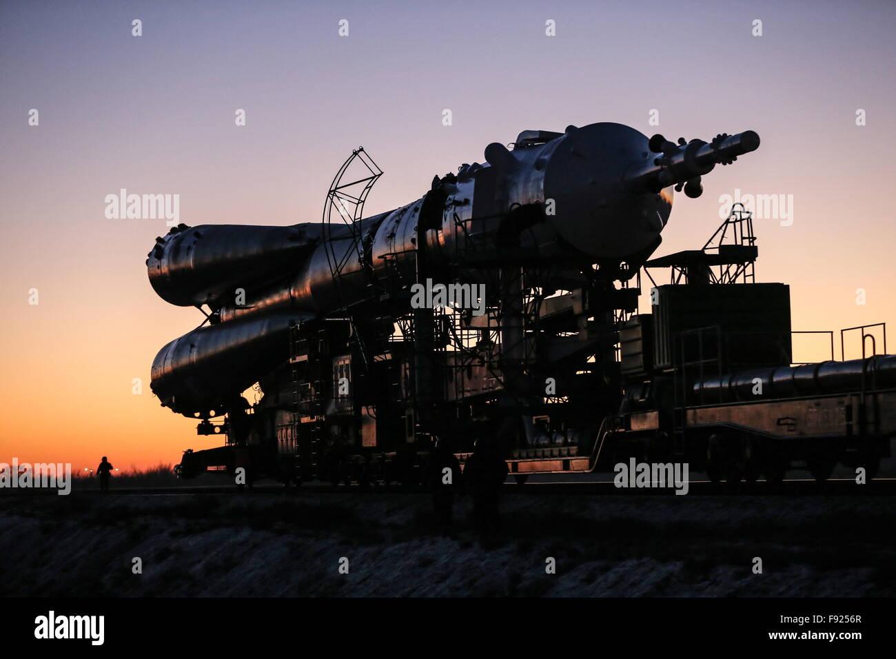 Baikonur, Kazakhstan. 13th Dec, 2015. A Soyuz FG rocket booster with the Soyuz TMA-19M spacecraft being transported - Stock Image