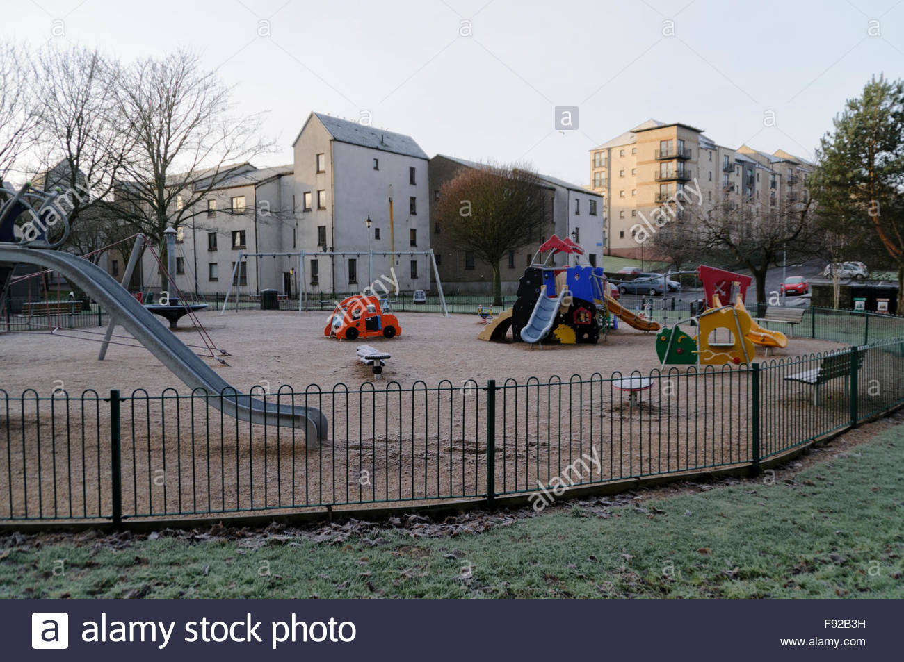 Linlithgow, UK. 13 December, 2015. UK Weather. Abandoned playground at Linlithgow Loch after the coldest night so - Stock Image