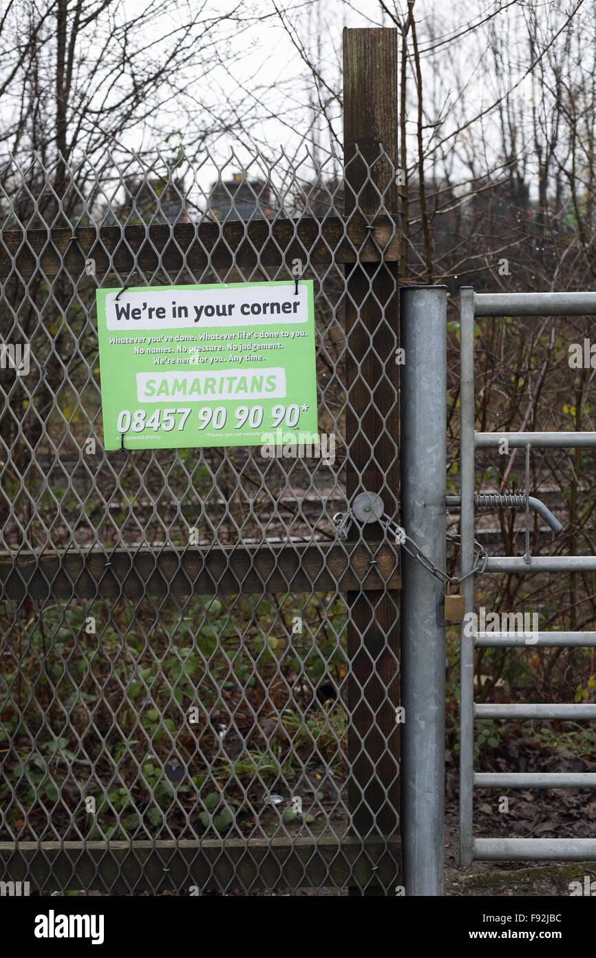 samaritans sign beside rail tracks - Stock Image