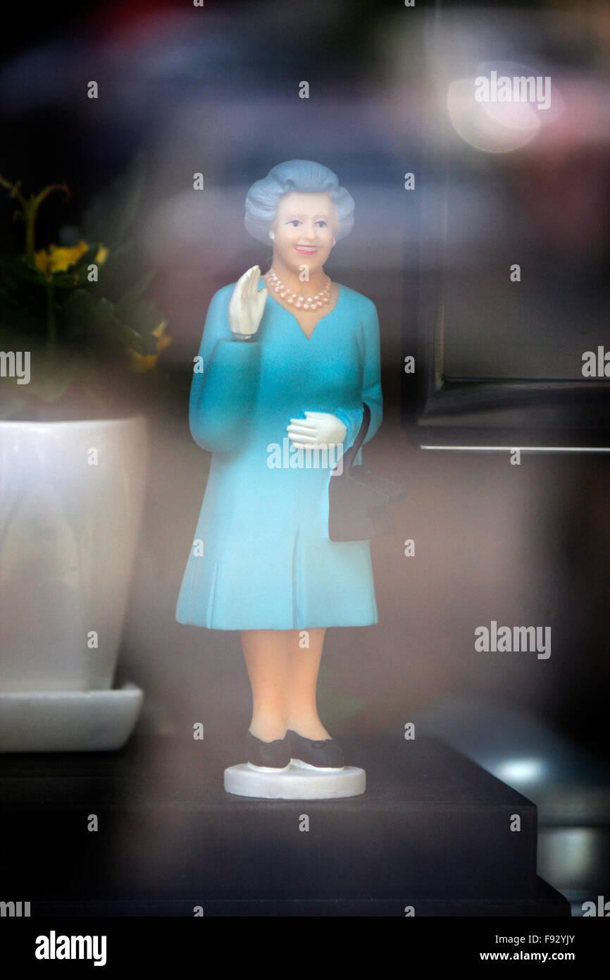 'Winkequeen' - eine Figur, die wohl die britische Koenigin Queen Elizabeth II zeigt, Berlin. - Stock Image