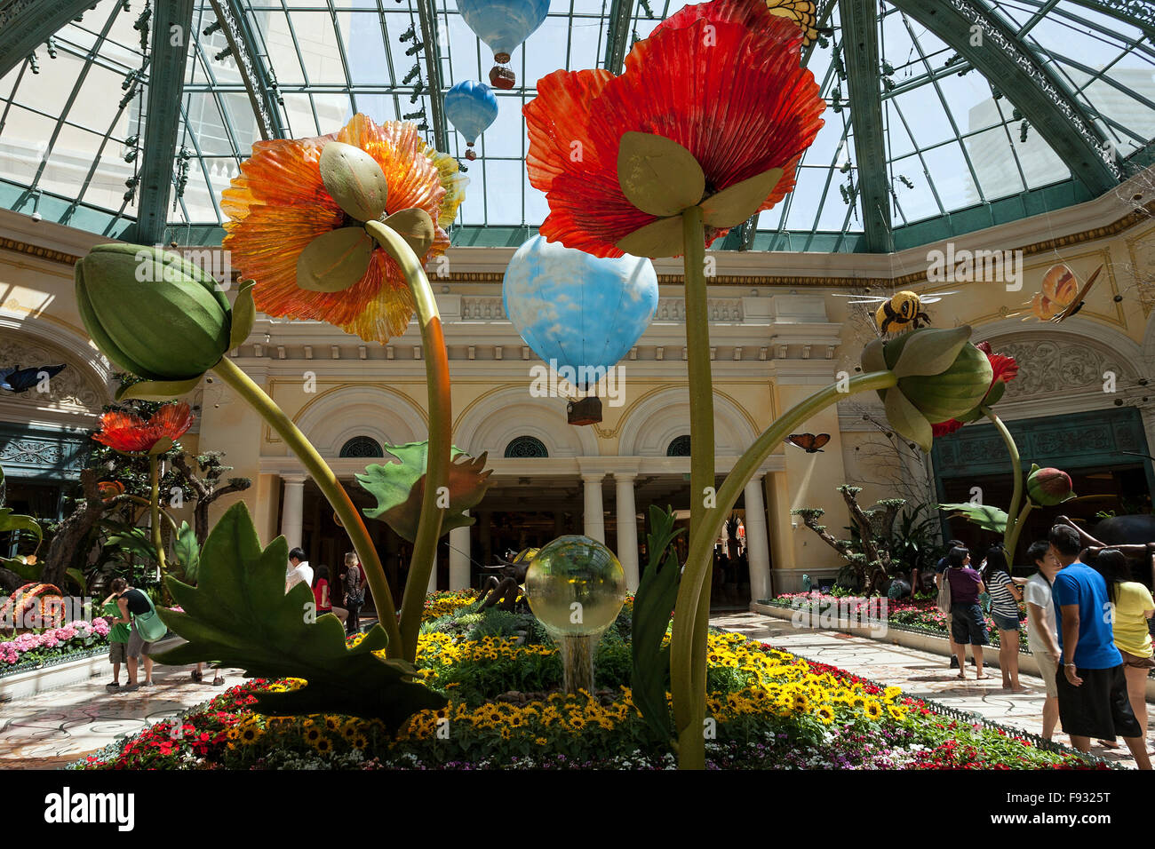 Exhibits in botanical garden conservatory, Bellagio Hotel, Las Vegas ...