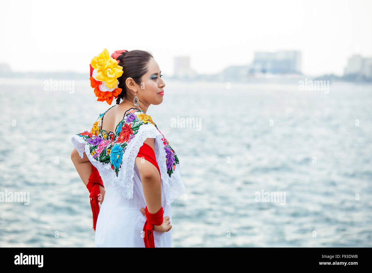 A folkloric dancer strikes a pose on the boardwalk in Puerto Vallarta, Mexico. - Stock Image