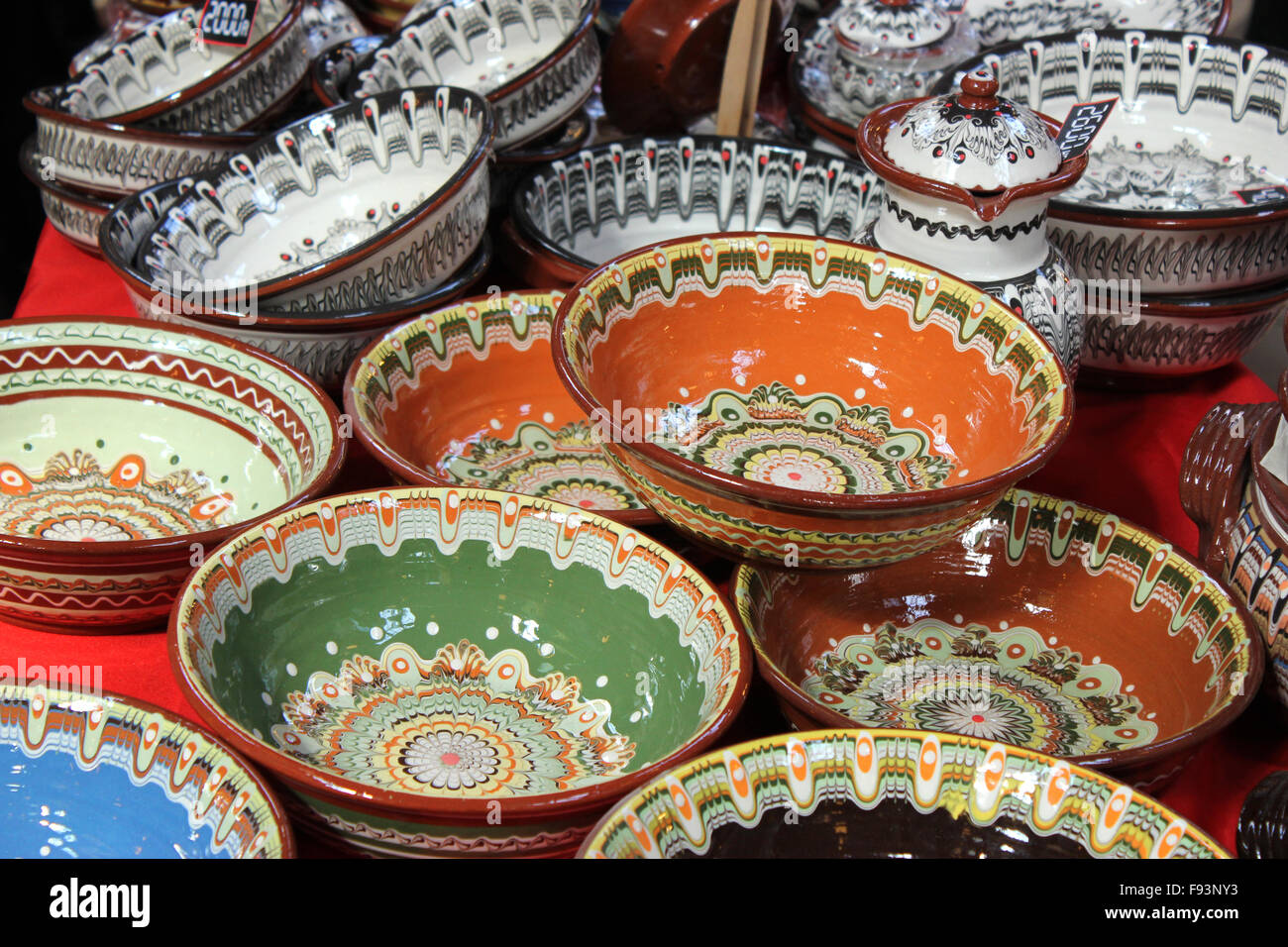 Colourful plates in budapest market & Colourful plates in budapest market Stock Photo: 91666823 - Alamy