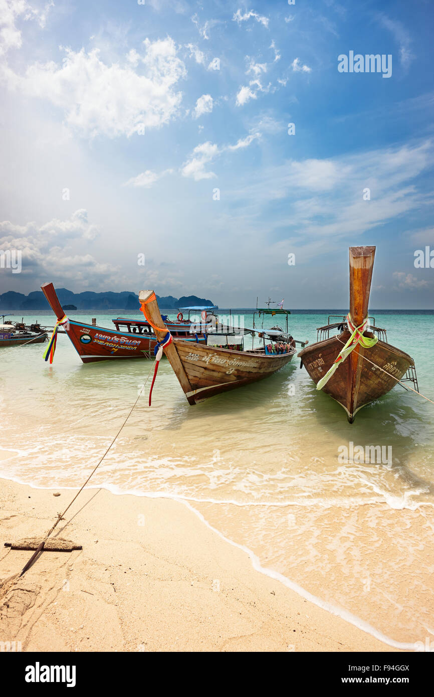 Traditional longtail boats moored at the beach on Poda Island (Koh Poda). Krabi Province, Thailand. - Stock Image