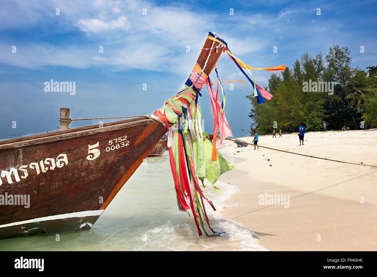 Longtail boats at the beach on Poda Island (Koh Poda). Krabi Province, Thailand. - Stock Image