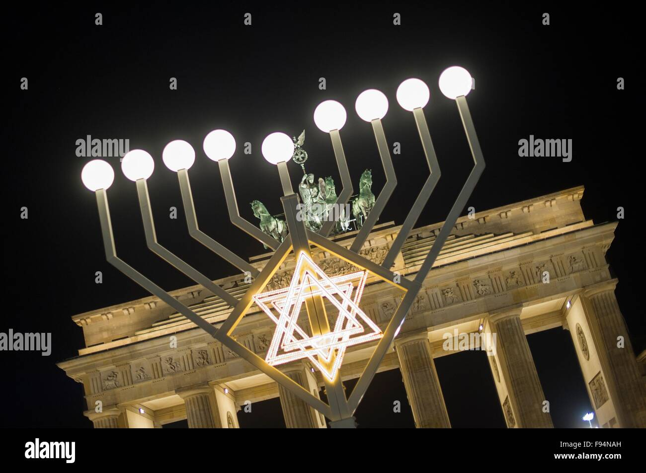 All the lights on the menorah are lit in front of the Brandenburg Gate in Berlin,Germany, 13 December 2015. - Stock Image